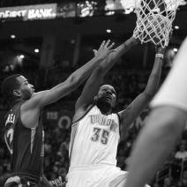 Westbrook, Thunder run away from Suns, 112-88