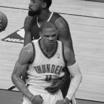 Thunder carves up Clippers in Game 2 112-101 to even series