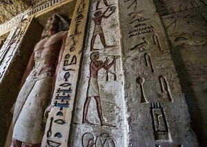 Egyptian tomb discovered: Statues and hieroglyphics exceptionally preserved